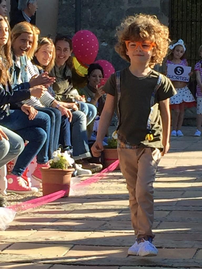 Daniel desfilando para Shortish en Style4kids