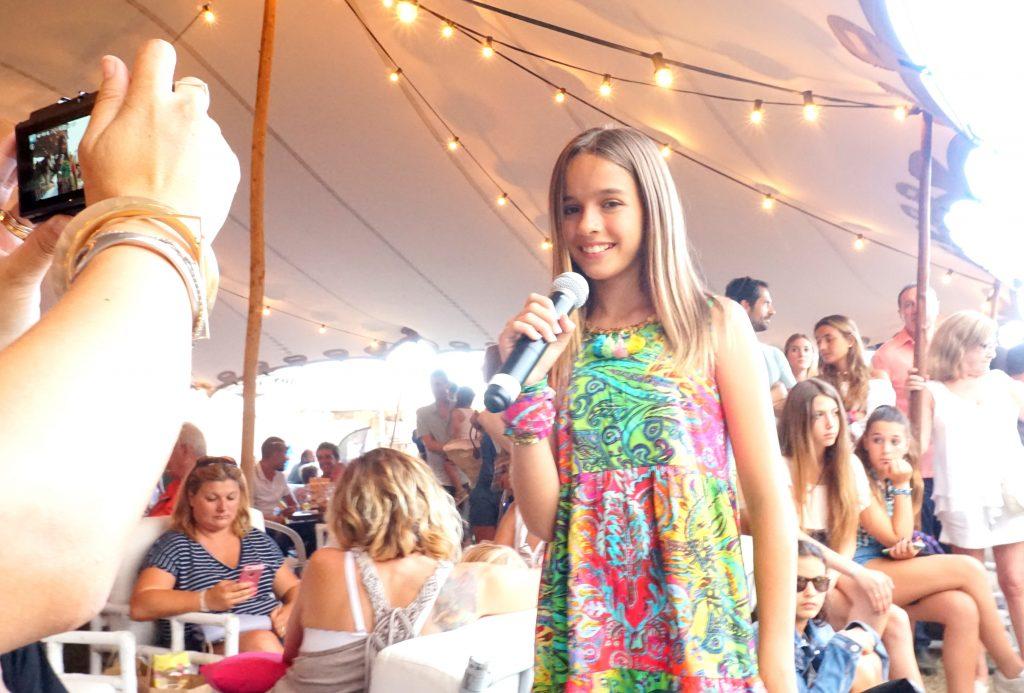 María Querol presentando la SummerKids Parade en WhiteSummer 16