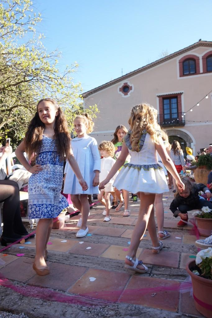 Alexia desfilando para Traluz en Style4kids
