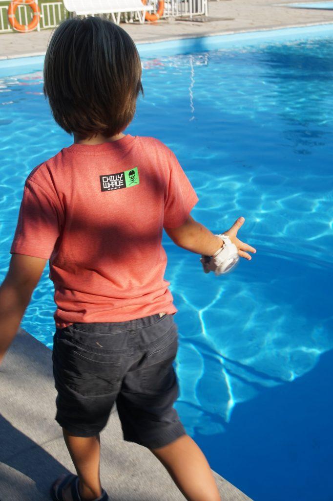 Chilly Whale T-shirts en el Agua