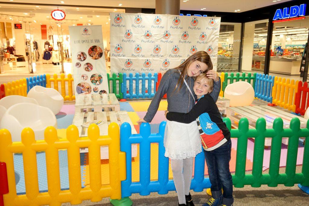 Karen y Jon en el Centre Comercial La Fira de Reus